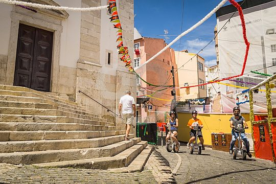 Discover the old town in Lisbon on 2 wheels