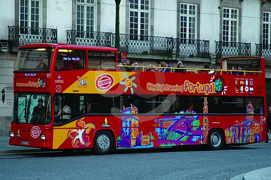 Discover Funchal by bus