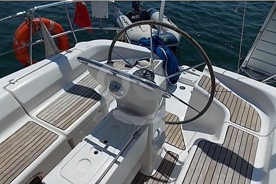 Steering sailboat