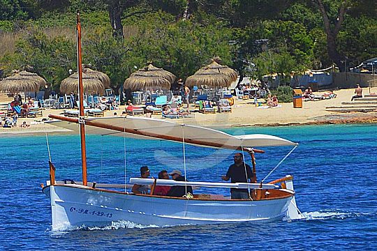 private boat tour with a Llaut in Majorca