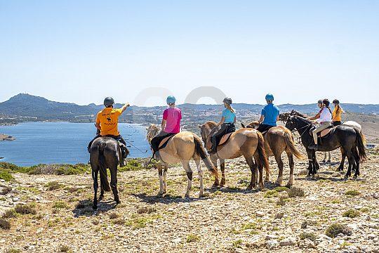 am Strand von Menorca reiten