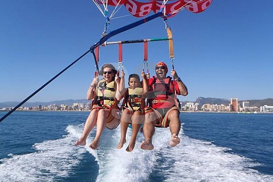 parasailing family