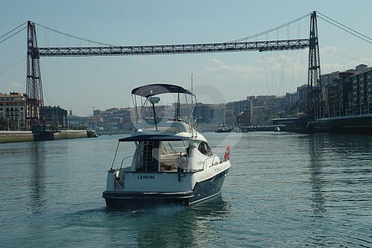 Bilbao motor boat tour with wine tasting