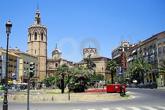 Plaza de la Reina during a guided tour in Valencia