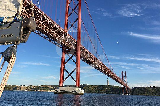 Ponte 25 de Abril Lisbon sailing trip