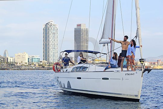 sailing boat for up to 9 people
