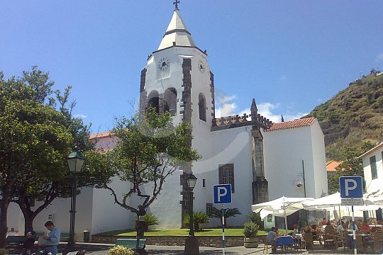 See Madeira by bus