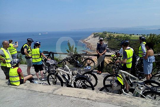 Cantabria sightseeing tour with electric bike in Santander