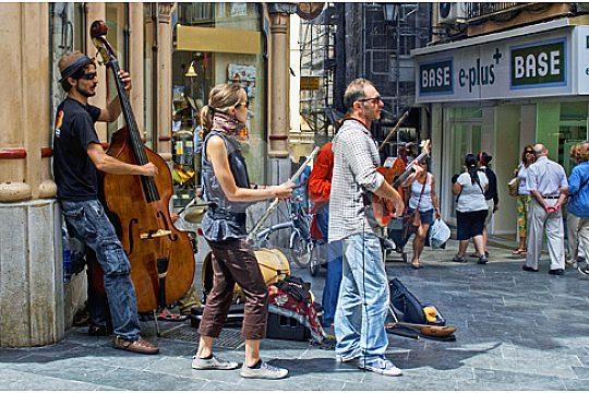 street musicians in Palma shopping street