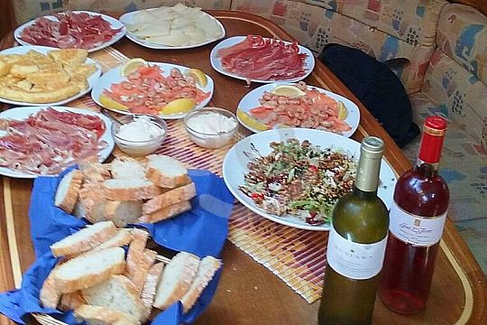 Snacks onboard sailing trip Mallorca