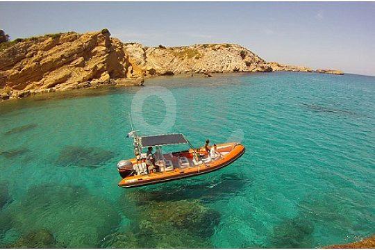 Speedboat in Menorca beautiful coves