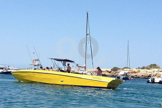 boat trip in Ibiza with water sports
