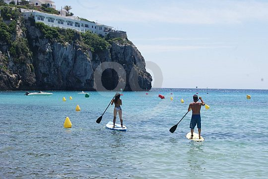 Paddle on your surfboard in Menorca