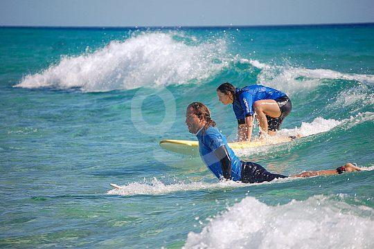 Erste Übrungen auf dem Surfbrett in Fuerteventura