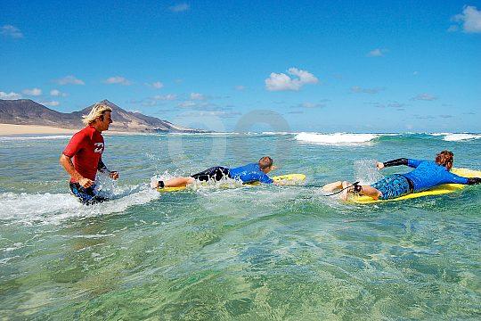 Surfen in Fuerteventura am Strand