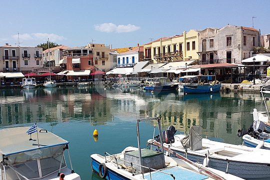 by bike to the Venetian harbour of Rethymno