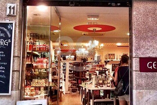 guided walking tour in Palma delicacy shop