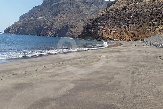 Hike to the beach in Tenerife