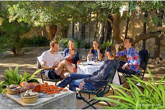 wine and friends in Mallorca