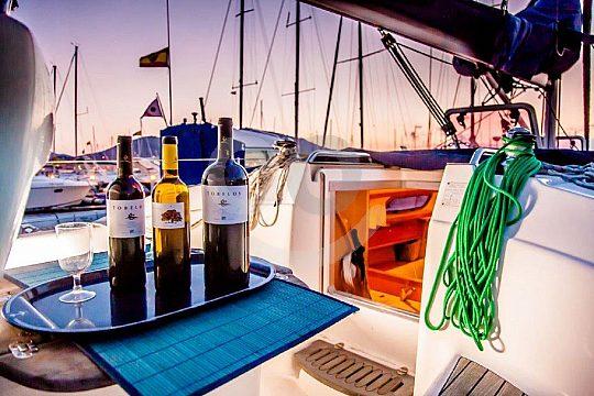 wine tasting in Bilbao on a sailboat