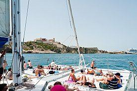 Mit dem Katamaran fahren in Ibiza