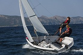 Trial dinghy sailing course in Mallorca: learn dinghy sailing in Pollenca