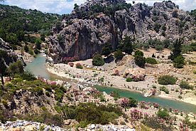 Hiking in Rhodes East: from Masari to the extensive beach of Kalathos