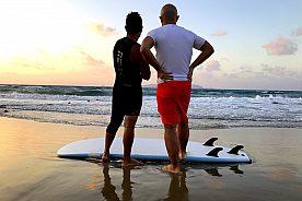 Surfer am Strand von Kreta