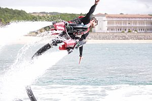 Flying high on the flyboard in Gorliz - cool water sports on the Costa Vasca
