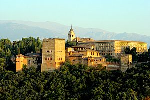 Guided city tour in Granada with tickets for the Alhambra