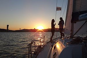 Private, romantic sunset sailing in Barcelona