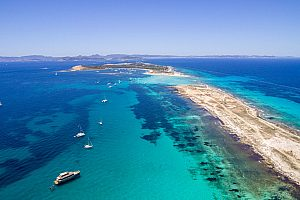 Flexible boat trip to Formentera from the south of Ibiza