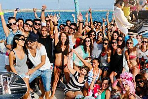 Party boat Valencia - celebrate on catamaran at the Costa Blanca