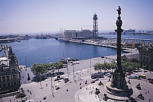 Bus tour through Barcelona to Montjuic mountain and Pueblo Espanyol