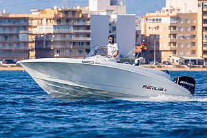 At sea in Torrevieja: boat charter with driving licence on the Costa Blanca
