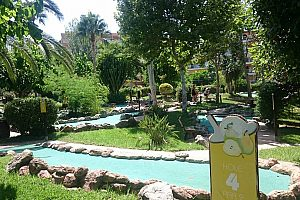 Play mini golf in Mallorca in the southwest - ideal for children