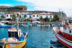 Bootsanleger im Hafen von Mogan auf Gran Canaria