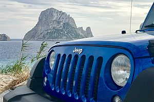 Exciting tour by jeep on Ibiza: varied safari with water sports