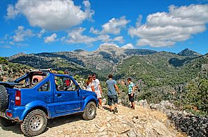 Go off-roading in Mallorca: Jeep safari in the Sierra Tramuntana