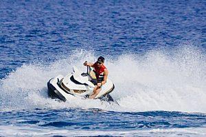 Jetski fahren auf Santorini