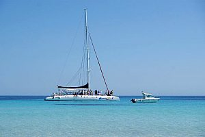Catamaran tour in Menorca to pristine beaches at the south coast