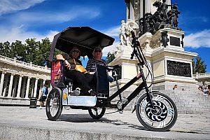 Auf Tour mit dem Fahrrad-Taxi in Madrid