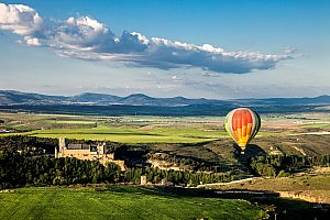 Fly over Madrid: hot air balloon ride over Toledo, Segovia and Sigüenza