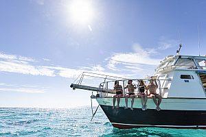 Mit dem Glasbodenboot auf Schnorcheltour