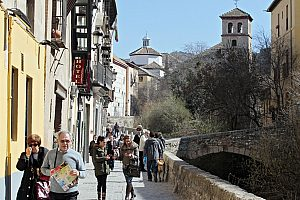 Medieval tour Granada - follow the traces of the Nasrids