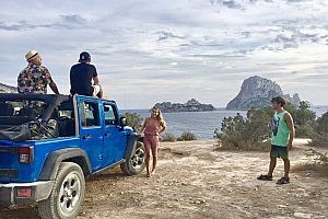 Intensive Ibiza Jeep Tour: Four wheel drive to the island's hotspots. With lunch by the sea.