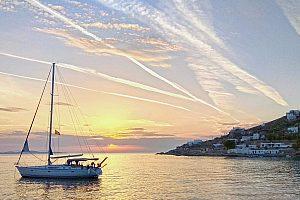 Mykonos segeln zum Sonnenuntergang
