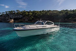 Motorboat rental with skipper in Mallorca starting from Port Calanova