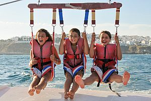 Parasailing in the beautiful Algarve: Water sports with panoramic views of Albufeira