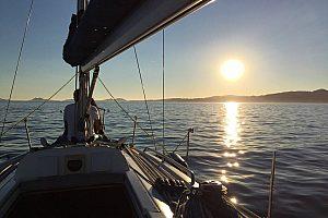 romantische Nacht auf Segelboot